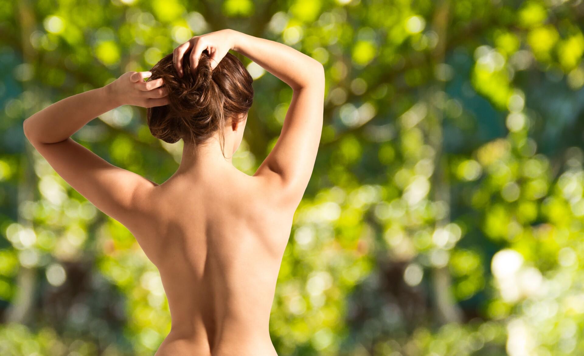 美しい女性の後ろ姿の写真