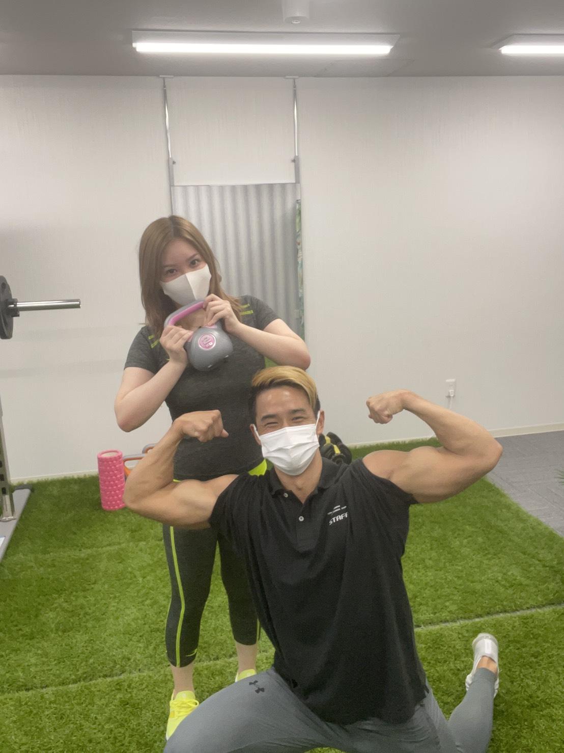 昭和区 パーソナルジム 女性のお客様とトレーナーの写真