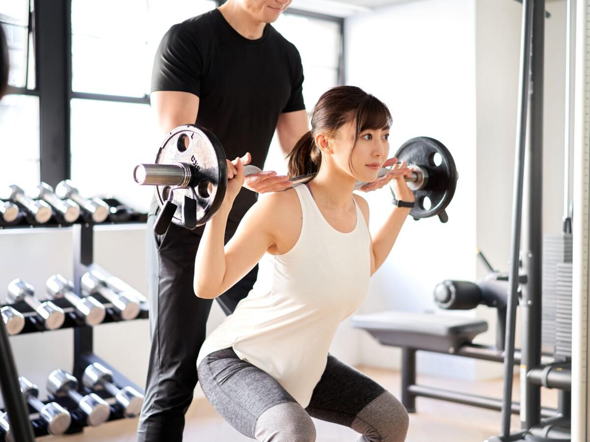 名古屋市昭和区 パーソナルジム 女性が足のトレーニングを行なっている写真